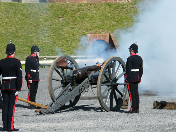 PAV firing the 16pdr RML field gun at Fort Nelson